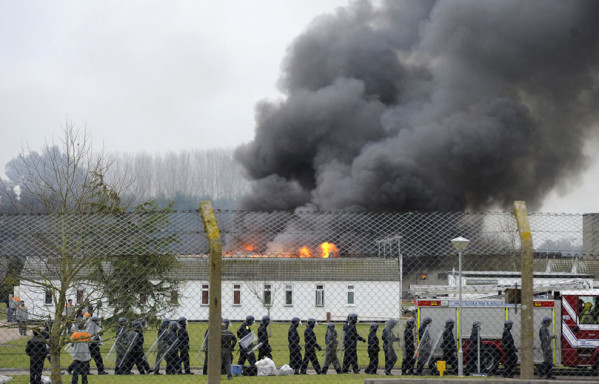 sem11ja-Z7-prison-feu-Arundel-Angleterre