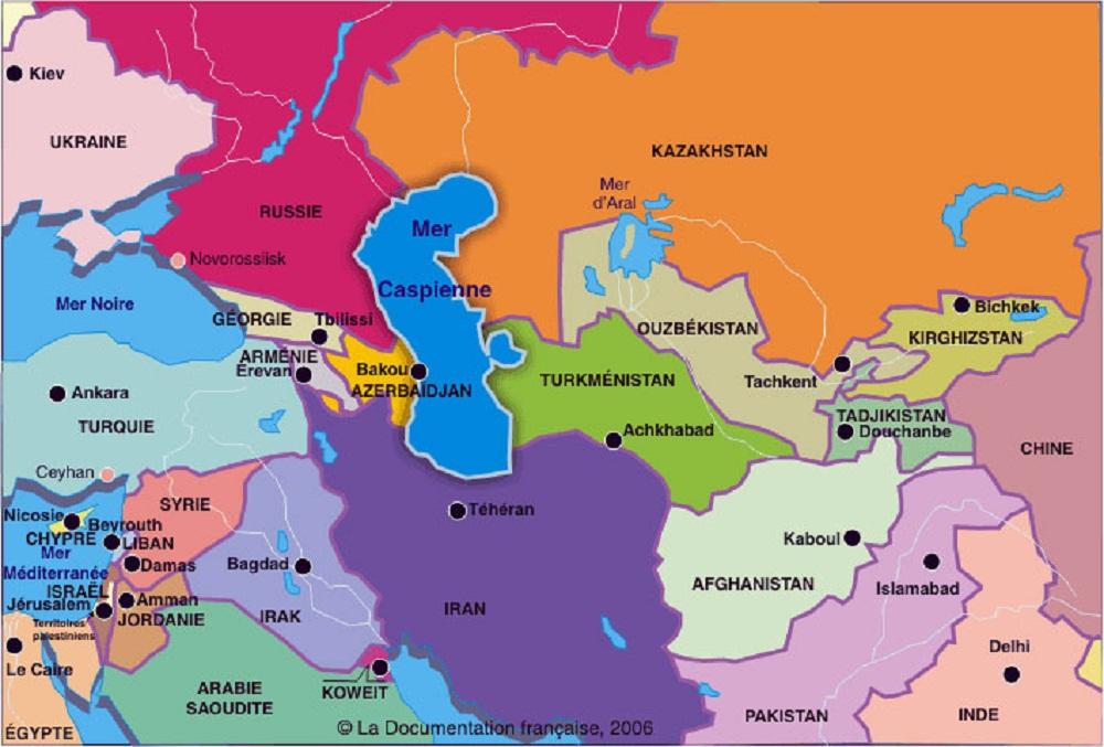 L'Azerbaidjan est situé entre la Russie, la Turquie et l'Iran. Elle partage aussi des frontières avec l'Arménie et la Géorgie. Sa capitale est Bakou, située dans l'est du pays sur les bords de la mer Caspienne. L'azeri, langue officielle de l'Azerbaidjan est proche du turc et la première religion du pays est l'islam avec une majorité chiite. Au niveau diplomatique, l'Azerbaidjan est un ancien pays de l'URSS, qui aujourd'hui entretient des liens étroits avec la Turquie, dont elle est proche culturellement mais aussi avec l'Iran, les USA et Israël.