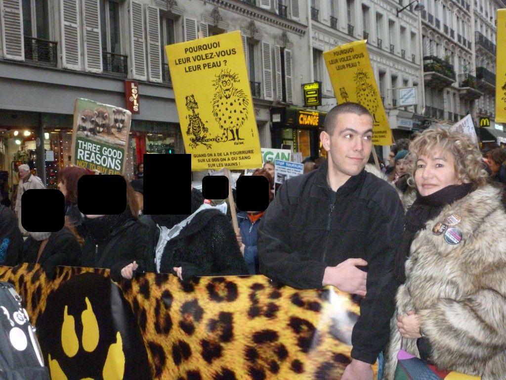 Manifestation contre la fourrure avec Esteban Morillo et Nathalie Krier